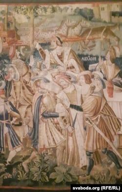 Габэлен, перад якім выстаўленыя выданьні беларускага першадрукара