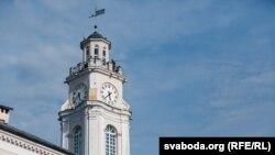 Трубач грае на вежы ратушы ў Віцебску, архіўнае фота