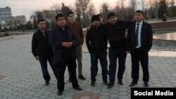 """Семеро бывших активистов """"Группы 24"""", вернувшихся на родину. Фото со страницы в соцсети Мехрубона Сатторова"""