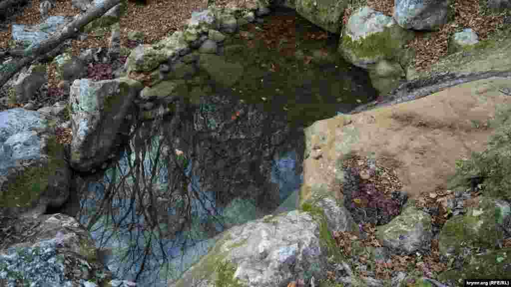 Кількість «ванн молодості» під водоспадом і нижче, у річищі Кизилкобінки, сильно скоротилася. Вважається, що води річки, проходячи крізь розломи земної кори, отримують унікальні властивості