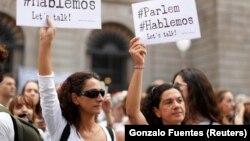 Митингта катнашучылар Испания белән Каталонияне килешүгә чакыра