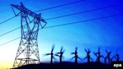 Arxiv foto: ABŞ-da - Kaliforniyada yüksək gərginlikli elektrik xətləri və külək generatorları.