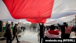 Бел-чырвона-белы сьцяг на сьвяткаваньні 100 год Беларускай Народнай Рэспублікі, 25 сакавіка 2018