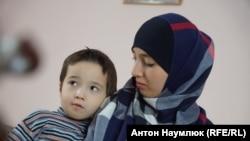 Фатма Исмаилова с сыном Фатихом