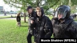 Задержание участника протестов в Екатеринбурге