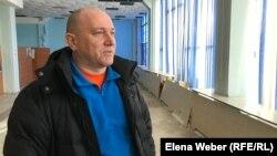 Журналист Олег Гусев после завершения разбирательства по рассмотрению поданного против него иска компании «АрселорМиттал Темиртау». Темиртау, 29 января 2019 года.