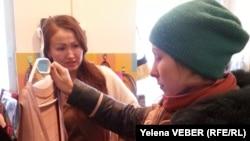 Қайырымдылық дүкеніндегі сауда. Қарағанды. 14 желтоқсан, 2014 жыл.