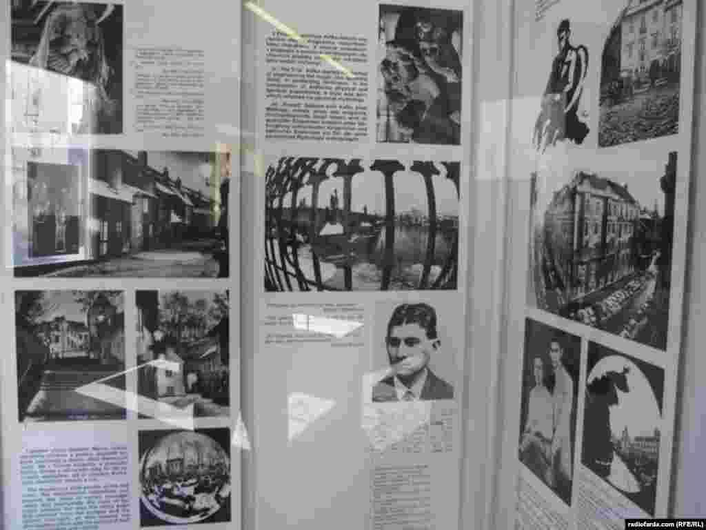 زندگینامه کافکا به سه زبان آلمانی، چکی و انگلیسی به همراه عکسهای شخصی و خانوادگی او
