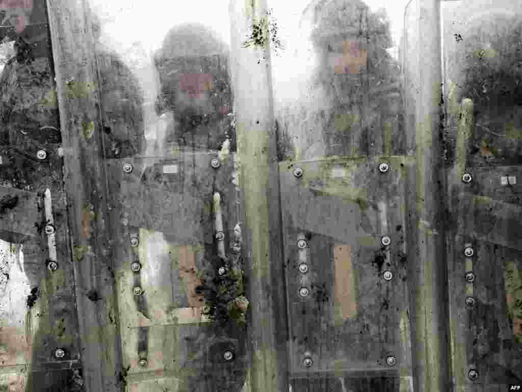 Солдати міжнародних Косовських сил (KFOR) під командуванням НАТО під час тренувальних навчань на базі Врелло на околиці столиці Косова Приштини
