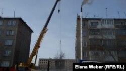 Демонтаж подъезда, который обрушился предположительно в результате взрыва котла, установленного в подвальном помещении дома № 4. Карагандинская область, 10 января 2017 года.