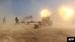 """قوات عراقية تطلق قذائف المدفعية على مواقع لمسلحي """"داعش"""" قرب الكرمة"""