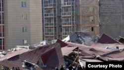 Обломки рухнувшего дома в Караганде, 6 апреля 2012 года.