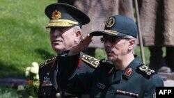 Թուրքիայի և Իրանի զինված ուժերի գլխավոր շտաբների պետեր Հուլուսի Աքարը (ձախից) և Մոհամադ Բաղերին հանդիպում են Անկարայում, 15-ը օգոստոսի, 2017թ․