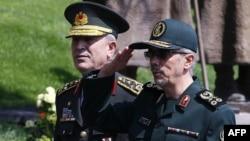 محمدحسین باقری (راست) و خلوصی آکار، روسای ستاد مشترک ایران و ترکیه