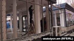 На ул.Абовяна в Ереване демонтируются торговые павильоны