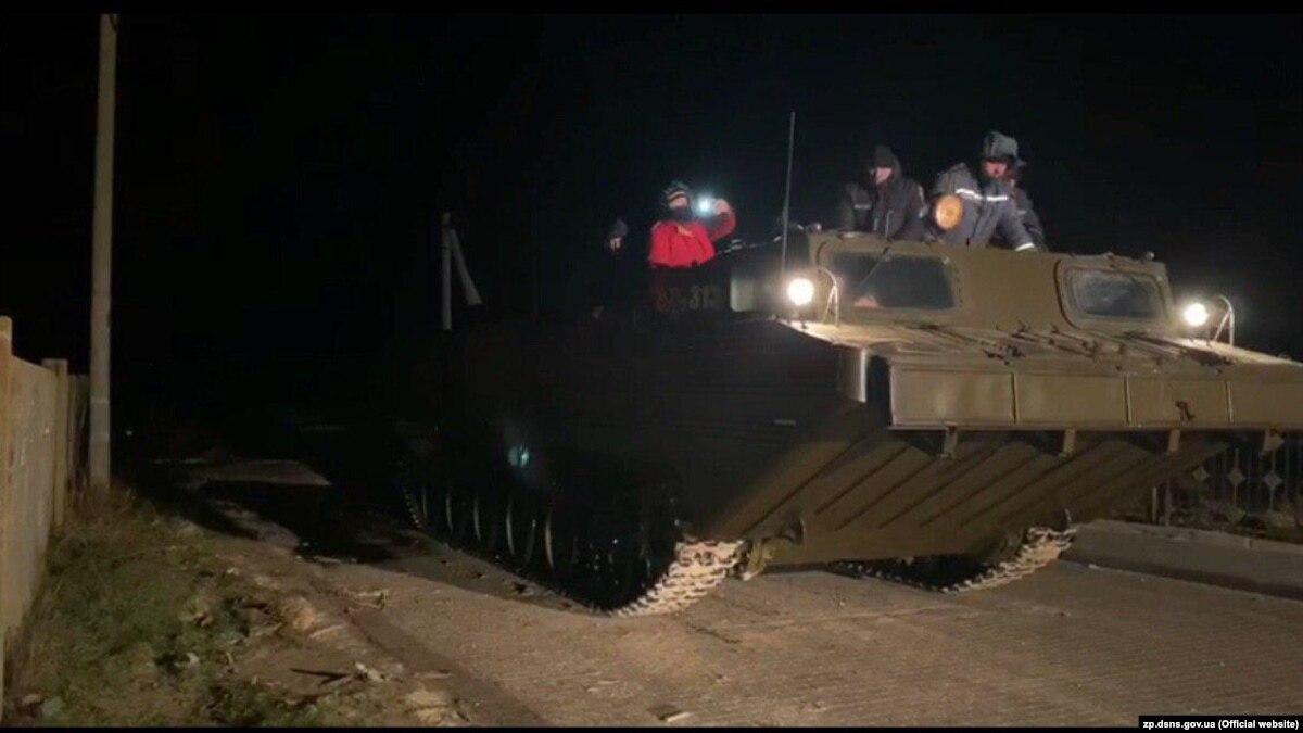Из-за непогоды на Азовском побережье с острова Бирючий эвакуировали людей