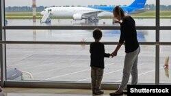 Від кінця червня сотні українських туристів були заблоковані в аеропортах кількох країн
