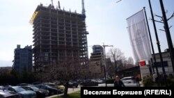 Будівництво хмарочосу, під назвою «Золотий вік»