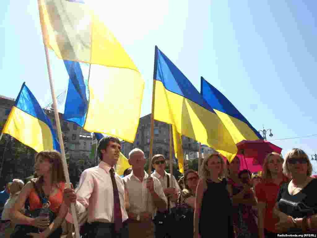 Синьо-жовтий прапор замайорів у Києві 20 років тому. 24 липня 1990 року на Хрещатику його вперше офіційно підняли біля будинку Київради.