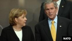 جرج بوش و آنگلا مرکل در اجلاس ناتو نوامبر ۲۰۰۶