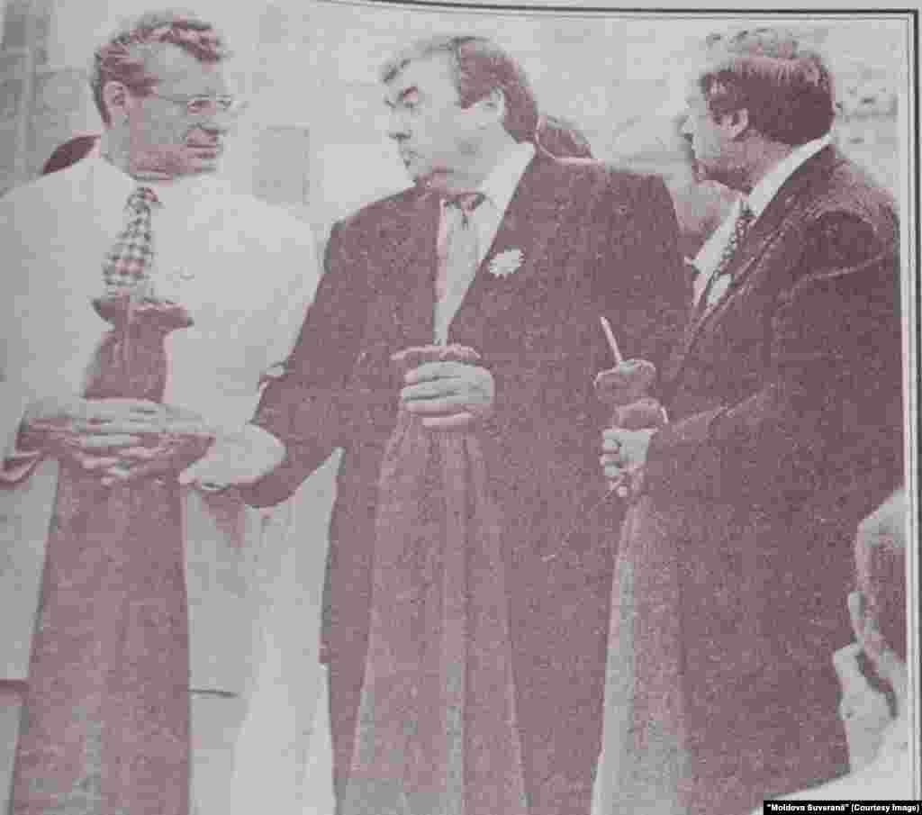 """""""Moldova Suverană"""", 7 decembrie 1996, de la stânga la dreapta: Petru Lucinschi, Mircea Snegur şi Andrei Sangheli, toţi trei candidaţi la prezidenţiale"""