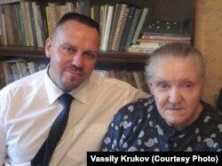 Василий Крюков с матерью