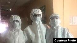 Врачи больницы имени Куватова в Уфе в защитных костюмах