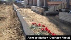 """В Пскове активисты добиваются мемориализации территории бывшего лагеря военнопленных """"Шталаг 372""""."""