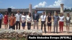 Дванаесет најдобри студенти од техничките факултети од Македонија добија признание од претседателот на државата Ѓорге Иванов.