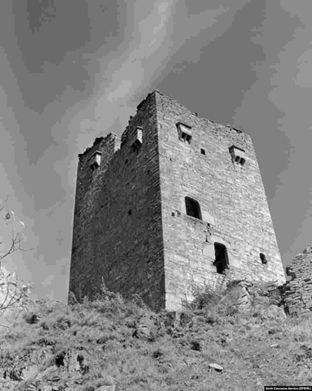 Родовая башня в Никарое