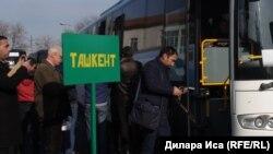 Посадка на автобус до Ташкента. Иллюстративное фото.