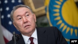 Kazakh President Nursultan Nazarbaev has suggested his country could serve as a new venue for negotiations in Ukraine peace talks. (file photo)