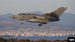 """Британиялык """"Торнадо"""" GR4 истребители Ирактагы миссиясын аткаргандан кийин Кипрдеги Акротири авиабазасына конгону баратат. 30-сентябрь"""