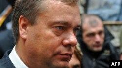 Когда четыре месяца назад в результате политического кризиса Вадим Бровцев стал исполняющим обязанности президента республики, эксперты и наблюдатели, анализируя логику его действий, утверждали, что перед ним поставлена задача снизить протестные настроени
