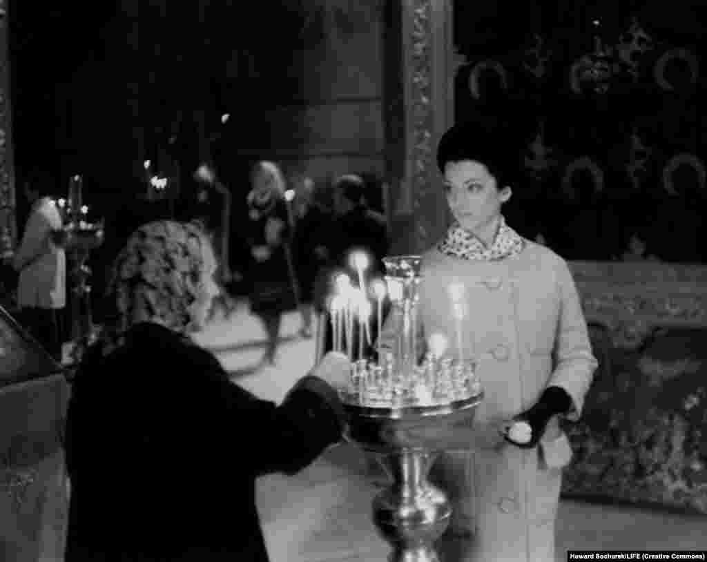 Церковь в СССР не поощрялась, но и не репрессировалась после смерти Сталина. В 2009 году Кука Денис вспоминала о поездке в СССР: «Я была счастлива побывать там... Открыть другой мир, который я сама бы не увидела».
