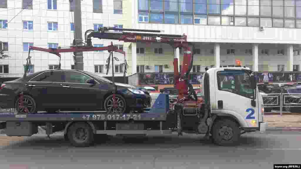 Нынешняя администрация Симферополя теперь намерена запретить двустороннюю парковку транспорта на центральных улицах города – Гоголя, Самокиша и Серова