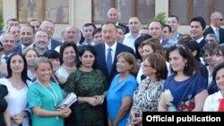 Средба на Алиев со новинари.