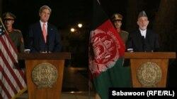 Kerry dhe Karzai