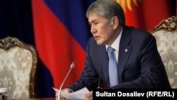 Президент Алмазбек Атамбаев Текебаевдин кармалышында саясат жок деп билдирди, 28-февраль 2017-жыл.