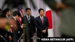 јапонскиот премиер Шинзо Абе по средбата со новоизбраниот претседател на САД Доналд Трамп, Њујорк, 17.11.2016.