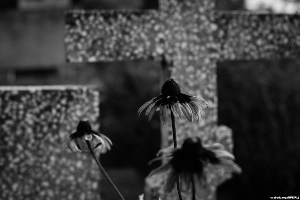 На горадзенскіх могілках