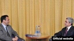 Armenia -- President Serzh Sarkisian (R) meets with U.S. Assistant Secretary of State Philip Gordon in Kiev on February 25, 2010.