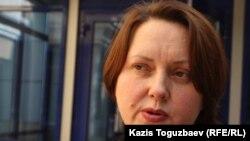 «Әділ сөз» құқық қорғау ұйымының заңгері Ганна Красильникова. Алматы, 23 қыркүйек 2013 жыл.