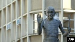 Статуя Надежды в лице памятника Махатме Ганди, Питэрмаритцбург, Южная Африка, 14 июня 2010