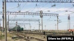 Железная дорога в районе города Арысь в Туркестанской области. Иллюстративное фото