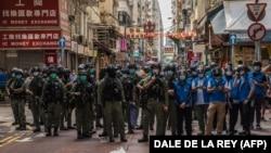 Policija u Hong Kongu tokom demonstracija kojima građani ovog grada traže veće slobode i demokratiju