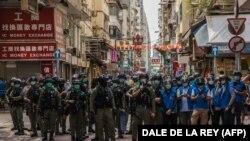 Тонга звинувачують у тому, що він врізався у групу поліцейських під час мітингу у 2019 року з плакатом, який закликав до «звільнення» Гонконгу, і поранив трьох силовиків