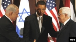 U.S. President Barack Obama greets Israeli Prime Minister Benjamin Netanyahu (left) and Palestinian President Mahmud Abbas at a trilateral meeting in New York on September 22.