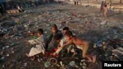 Pakistan -- Children play in a slum area of Karachi, 17Nov2008