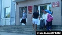 У суд Сяргея Мацкевіча заносілі на руках. Уваход у будынак суду ня мае пандусу
